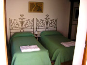 Florence Apartment: Bedroom with two single beds of Fienile Apartment
