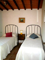 Florenz Urlaub: Schlafzimmer mit zwei Einzelbetten der Ferienwohnung Loggia