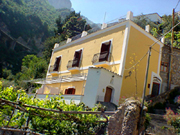 Amalfi Coast Accommodation: Fa�ade of the building where Ludovica Accommodation Type D is located, along the Amalfi Coast
