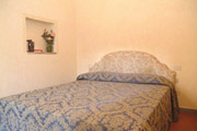 Florence Centre Accommodation: Double Bedroom of Tafi Accommodation in Florence centre