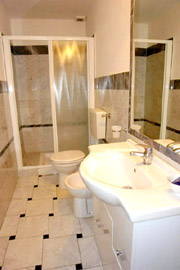 Florence Vacation Rental: Bathroom of Benozzo Vacation Apartment in Florence