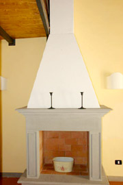 Tuscany Florence Suite: Fireplace of the dining-room of Lippi Suite in Florence