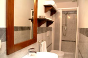 Apartment Rental Florence: Bathroom of Botticelli Apartment in Florence