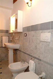 Tuscany Vacation Rental: Bathroom of Latini Rental Apartment in Florence