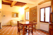 Suite Florence Tuscany: Living-room with sofabed of Uccello Apartment in Florence