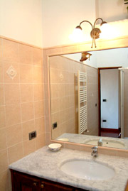 Accommodation in Florence: Bathroom of Donzella Accommodation in Florence