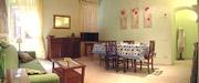 Rom Unterkunft: Wohnzimmer mit Esstisch der Unterkunft Tritone Typ B in Rom