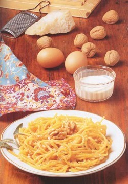 SPAGHETTI WITH WALNUTS - Pasta - Speciality from Milan